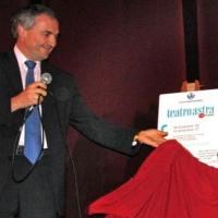il Sindaco Gianni Scenna scopre la targa del 1° anniversario del Teatro Astra